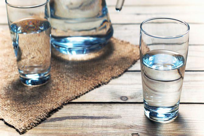 Beber água ajuda a aumentar a energia mental