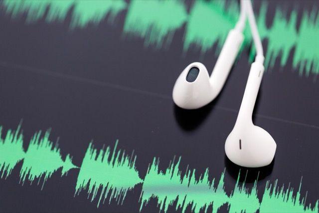headphones-soundwave
