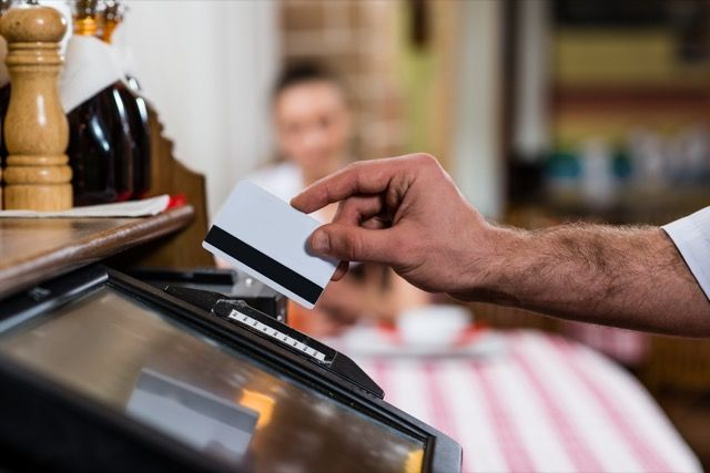 swiping-card-restaurante