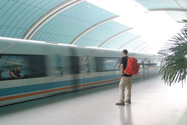 Homem que espera um trem
