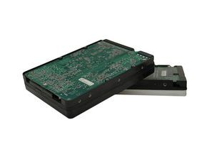 Clonar uma unidade do sistema usando um adaptador de disco rígido externo e software de clonagem.