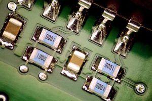 amps New Bose tem processamento de sinal digital, gerido pela placa de circuito.