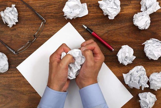 tostada papel de escrita mãos