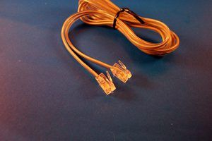 DSL envia dados através da linha de telefone.