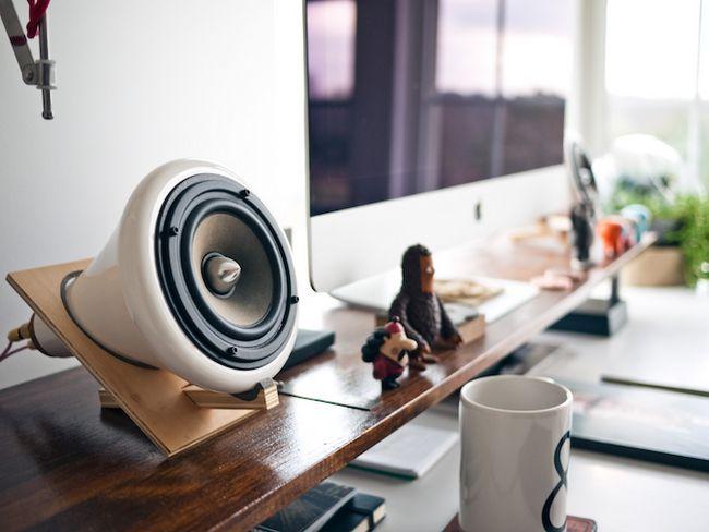 iMac com alto-falantes