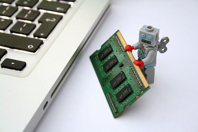 robô-figura-com-ram