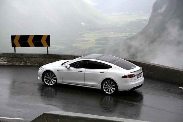 640 pixels-EV_Rally_Trollstigen_Tesla_Model_S