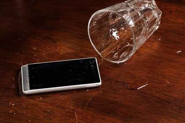 smartphone derramamento