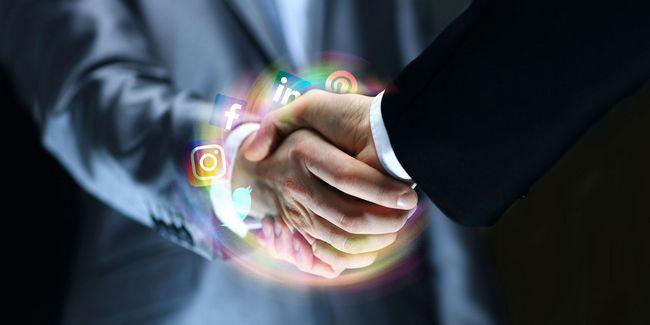 Os prós e contras de networking profissional em mídia social