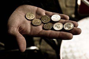 O FTSE 100 comércios índice em libras esterlinas e euros.