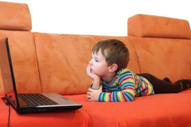 muo-Security-ParentalControls-boy-watching