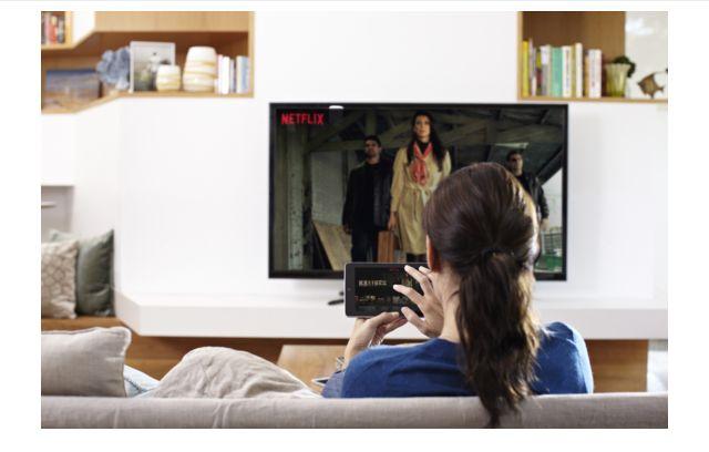 assistindo Netflix
